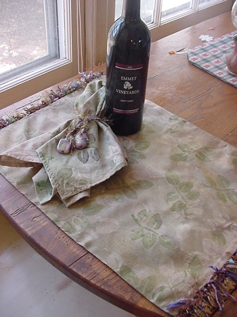 Example table setting fabric spray paint design